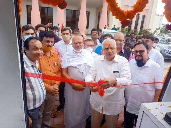 Somabhai Modi samajsevi inaugurated Jaipur foot USA mobile Van in Vadnagar today