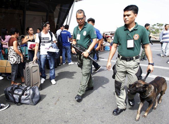 twin blasts in philippines injure 35