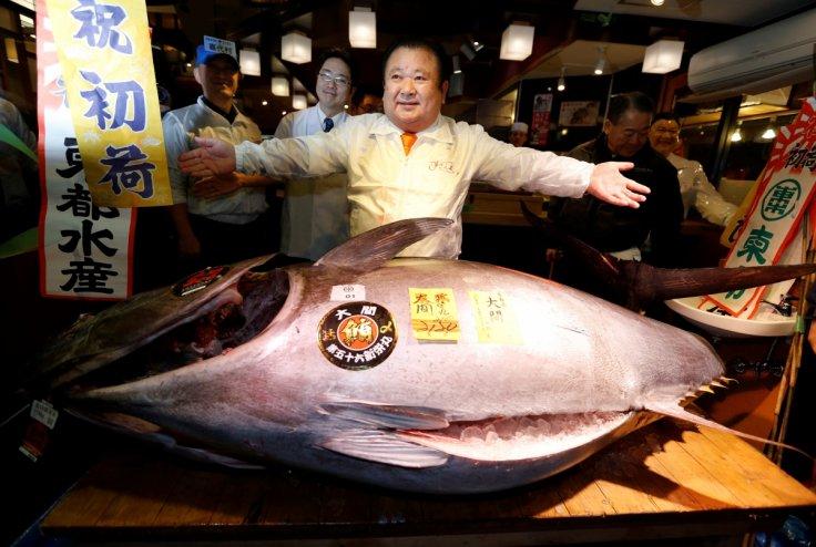 Japan: Record tuna bid by 'Sushi King' at Tsukiji ritual hints at return of economic optimism