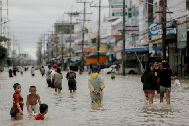 Thailand floods kill at least 6; PM visits flood-affected areas