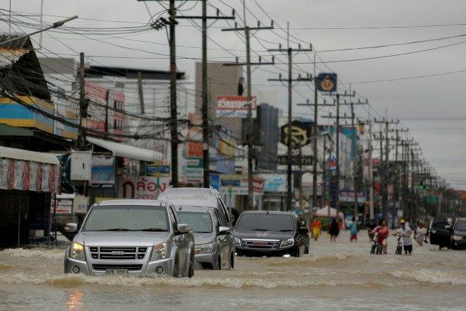 Thailand floods death toll rises up to 18, tourism industry highly affected