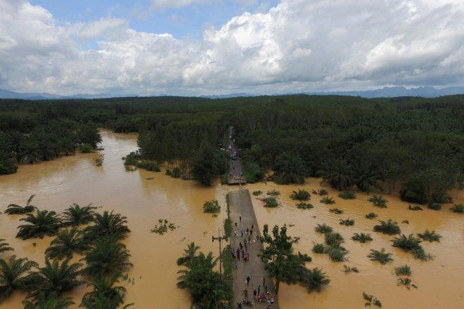 Thailand flood death toll rises to 40, authorities expect more rainfall and hardship from unseasonable floods