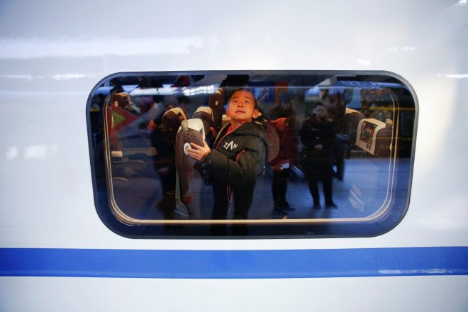 Hundreds of millions of people travel home for Chinese New Year causing a complete chaos [PHOTOS]