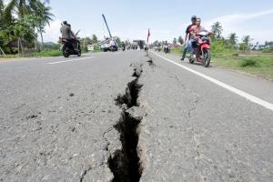 5.5 magnitude quake rocks Indonesia's tourist island of Bali