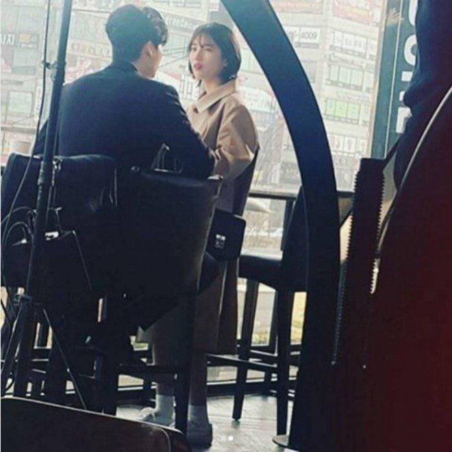 Lee Jong Suk and Bae Suzy filming