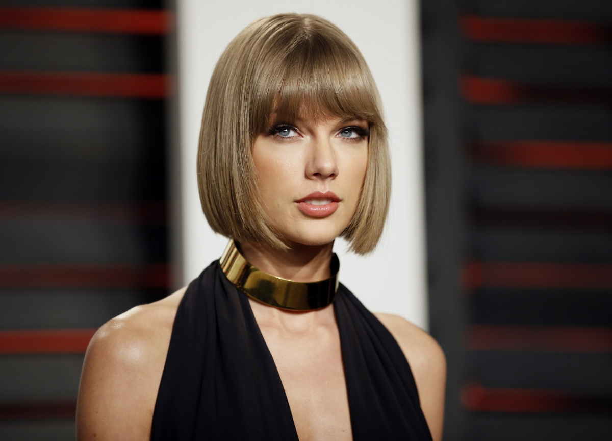 Is Taylor Swift Pregnant Check Out Singer S Baby Bump