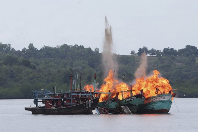 Indonesia destroys 81 foreign fishing boats for poaching