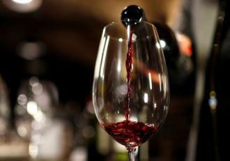 Drinking red wine can lower the short-term effects of cigarette smoking