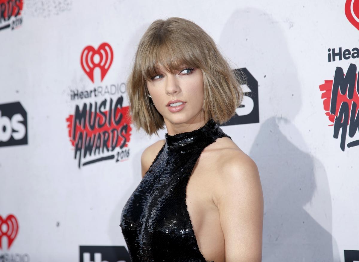 Taylor Swift And Drake Dating Rumoured Pair Having Intimate