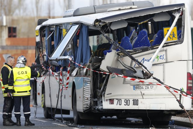 China bus crash kills 11 South Korean, Chinese children