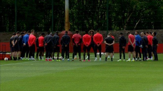 Manchester United hold minutes silence for Manchester attack victims