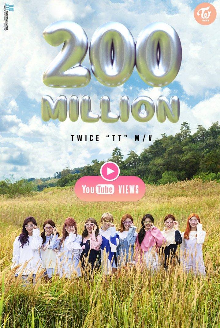 TWICE TT reaches 200 million hits