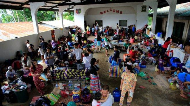 Hundreds flee Philippines city of Marawi amid Islamist attacks