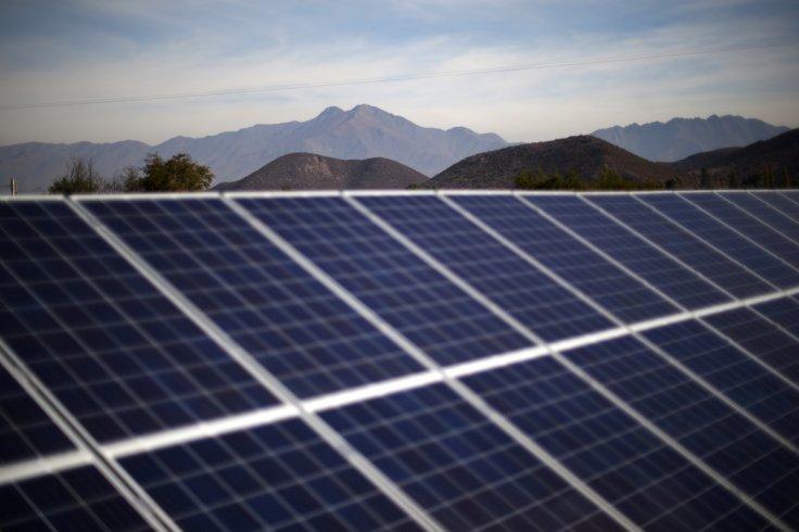 China sets up world's biggest floating solar power plant
